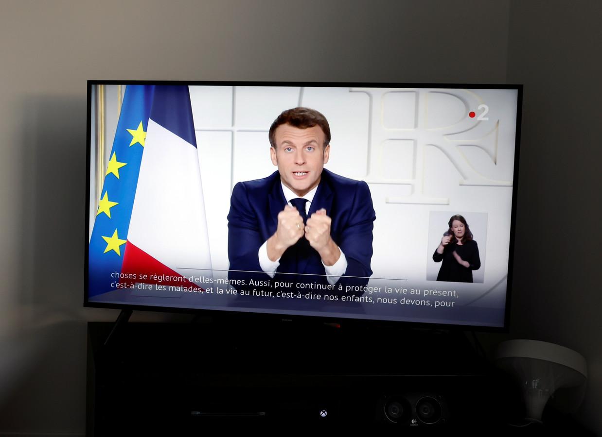 President Emmanuel Macron tijdens zijn tv-toespraak.