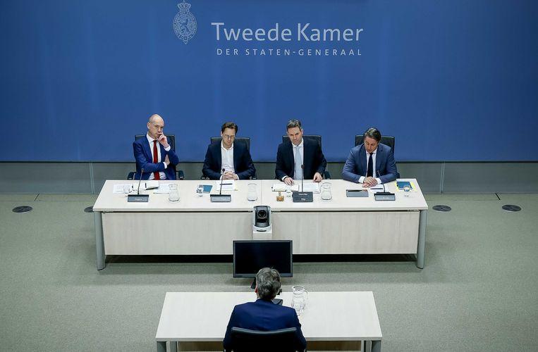 Dick Schoof, het hoofd van de Algemene Inlichtingen- en Veiligheidsdienst (AIVD), de Nederlandse evenknie van de Belgische Staatsveiligheid, staat de speciale commissie van de Tweede Kamer te woord.