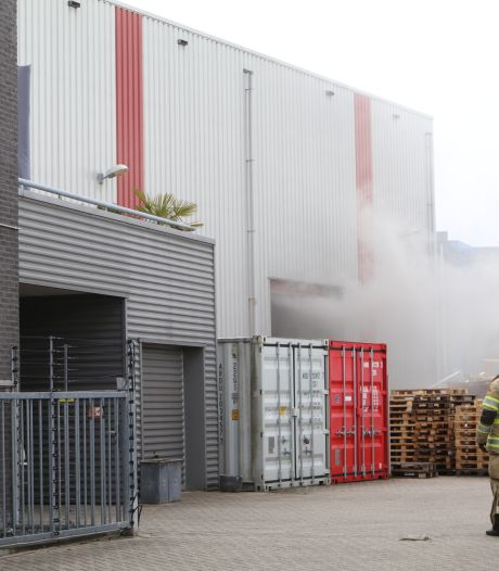 Felle brand bij bedrijfspand Renswoude, pand ontruimd