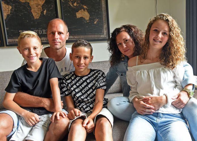 De familie Marcus, vlnr: Kaeden, Jochem, Noah, Inez en Mila.