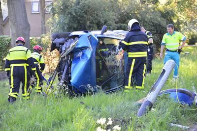 Automobilist slingert over de weg in Breda en belandt in de berm
