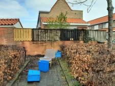 Bewoner van afgebrande schutting in Deventer sliep overal doorheen: 'Is er brand geweest? Hier?'