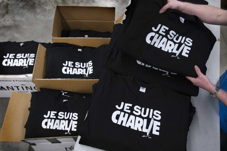 'Je suis Charlie-shirts in Langenboom. Deze t-shirts werden gratis beschikbaar gesteld voor geïnteresseerden door drukkerij Festa. Beeld anp