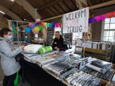 Niet-essentiële marktkramen voor het eerst sinds december terug in Didam: Kees, Wil en Ali weer welkom op de markt