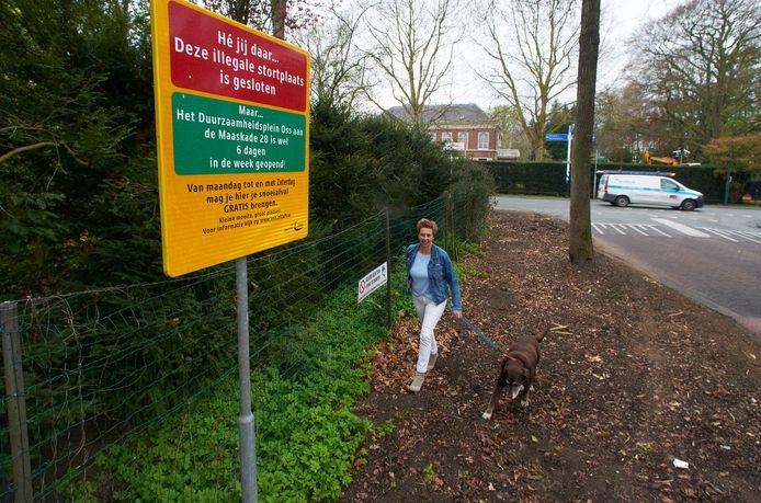Nicole Boeijen en de nu lege berm aan de Harenseweg in Berghem