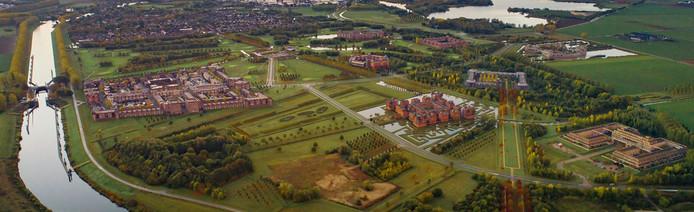 Luchtfoto van de Haverleij. Midden onder moet Heesterburgh komen, links daarvan later het laatste kasteel: Overhuyze.