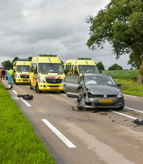 Meerdere gewonden na botsing tussen twee auto's bij Gilze