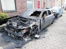 Drie autobranden in Eindhoven in ruim twee uur tijd, waarschijnlijk aangestoken
