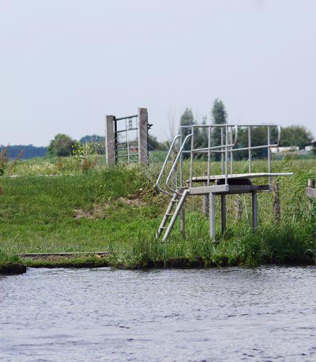 Illegaal of niet, duikplank bij de Eem is voor jongeren een schot in de roos
