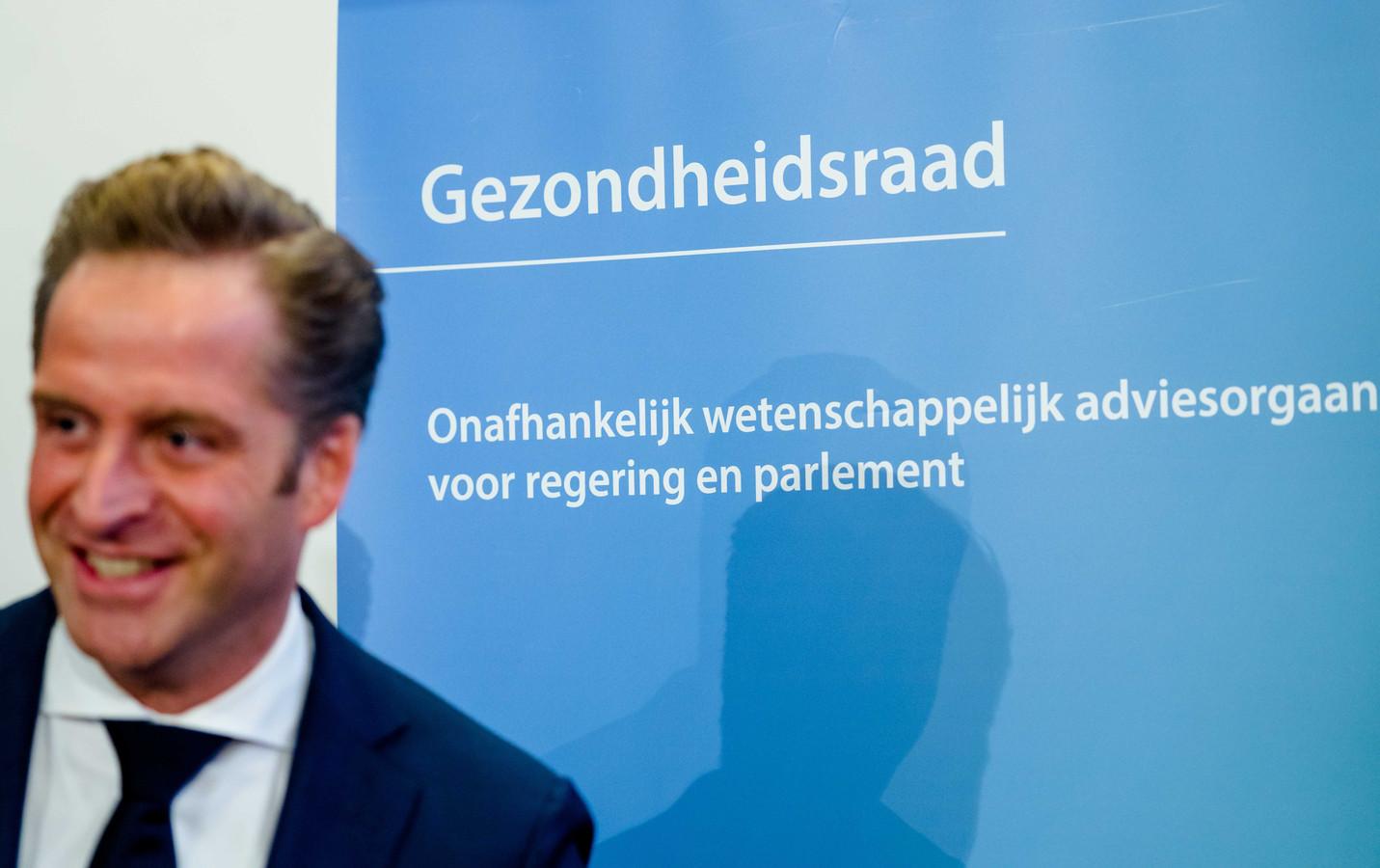 Minister Hugo de Jonge (Volksgezondheid) neemt op basis van het advies van de Gezondheidsraad snel een besluit over de bestemming van het AstraZeneca-vaccin.