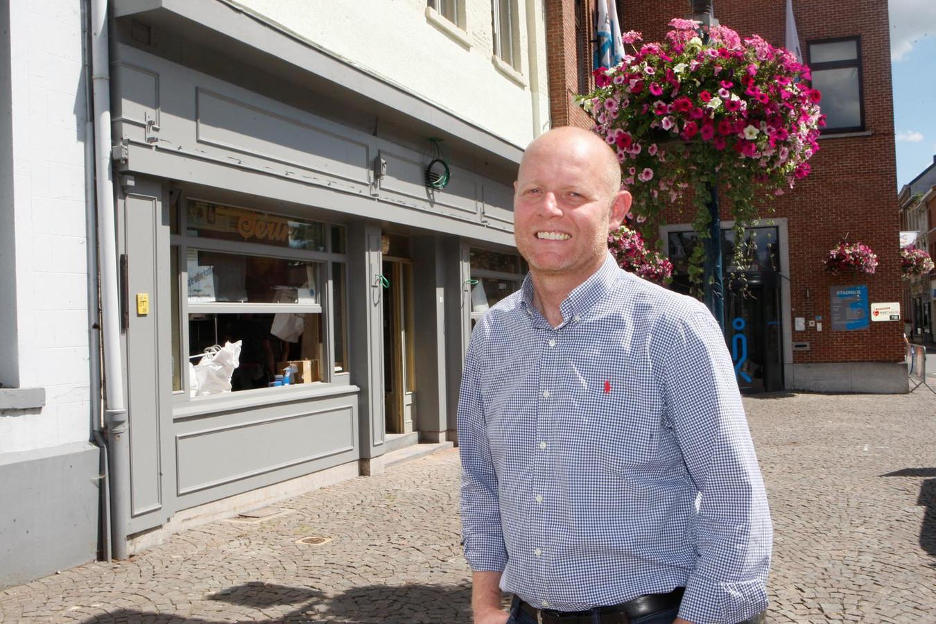 David aan zijn nieuwe zaak café@geladé's.