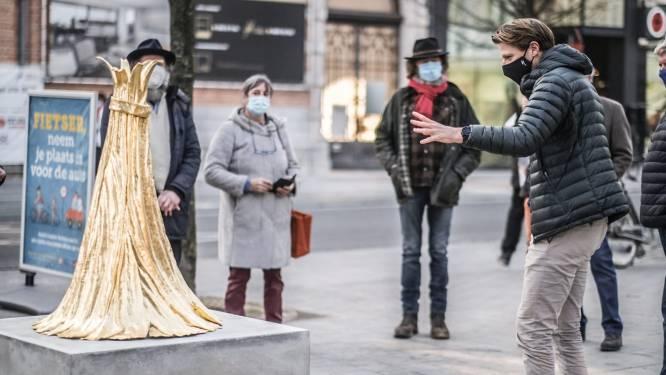 Vlaskapel siert na 23 jaar weer straatbeeld: fonteinbeeld schittert op Vlasmarkt
