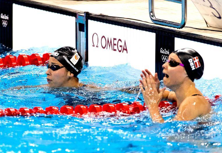 Kromowidjojo (links) baalt na het mislopen van een medaille op de 50 meter vrij. Beeld anp
