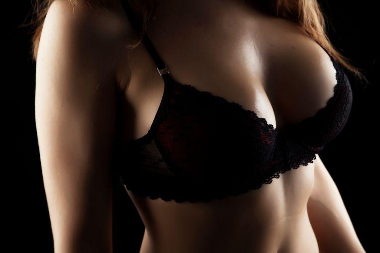 'Het idee dat onze borsten identieke tweelingzusjes moeten zijn die gesprekspartners stoutmoedig in de ogen kijken, vormt de fundering van de lingerie-industrie.' Beeld Getty Images