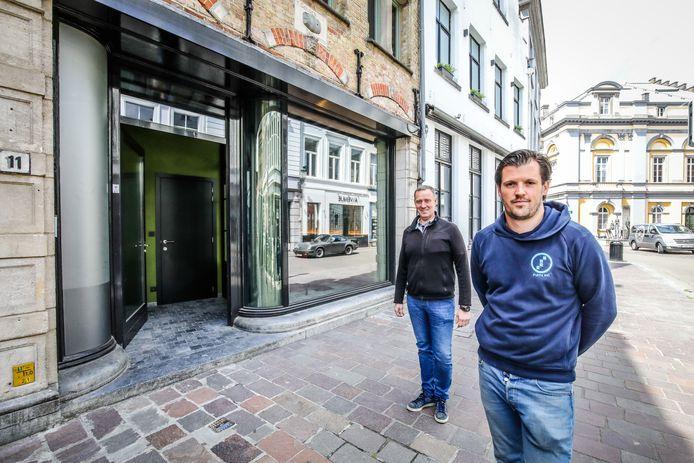 Pieter Buysse en Jan Vancanneyt openen nieuw cafe in de Kuiperstraat