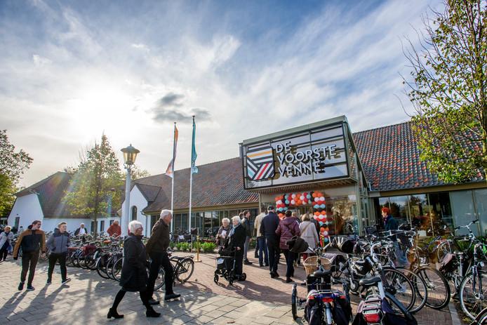 Drukte bij de (her)opening van cultureel centrum De Voorste Venne, oktober 2018