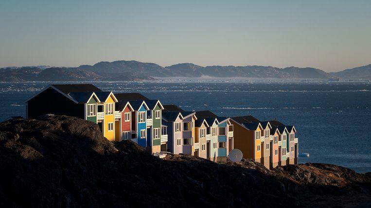 Beelden uit de Groenlandse hoofdstad Nuuk. Alles ademt zee, maar het land heeft zoveel meer te bieden dan alleen vis en garnalen. Zeker wanneer de opwarming van de aarde doorzet, zal bijvoorbeeld de winning van uranium belangrijk worden. Beeld RV
