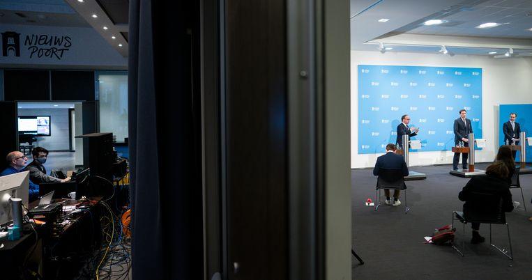 De ministers Koolmees (Sociale Zaken en Werkgelegenheid), Hoekstra (Financien) en Wiebes (Economische Zaken en Klimaat), van links af, woensdag op hun persconferentie over het steun- en herstelpakket voor de economie. Beeld Freek van den Bergh / De Volkskrant