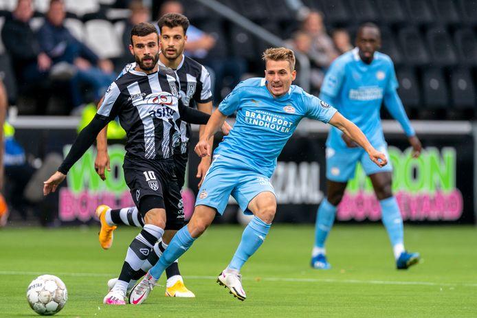 Michal Sadílek eerder dit seizoen tijdens Heracles Almelo-PSV. Daarna werd hij verhuurd aan Slovan Liberec.