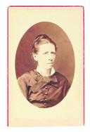 Anna van Houten-van Gogh, de oudste zus, in 1878.