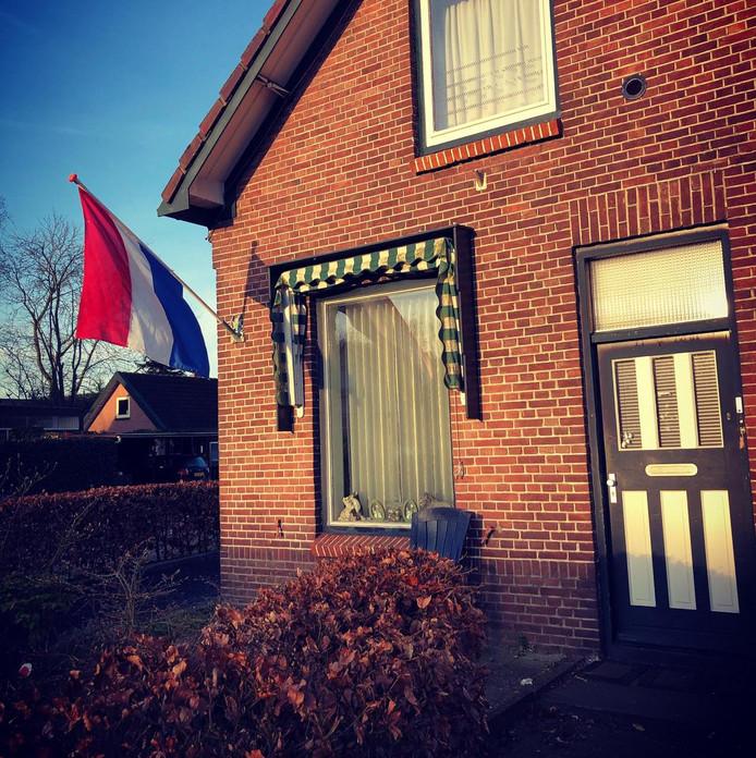 Ook bij sommige woningen wordt gevlagd. Zo stak Ida Beekman het rood-wit-blauw uit aan de Oude Beekbergerweg.