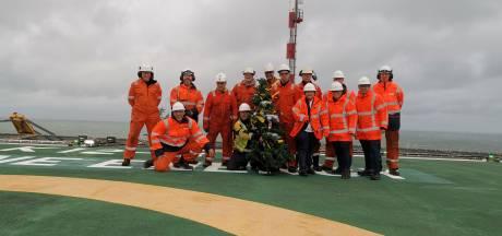 Henk (56) viert kerst met collega's op zee: 'We proberen het huiselijk te maken'
