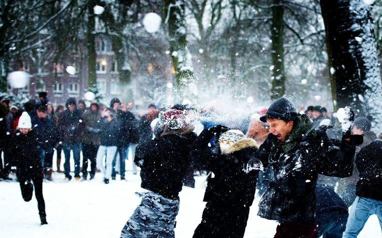 Bas van den Putte: 'Zou er ook nog een regel zijn dat je wel sneeuwballen mag  gooien met onbekenden, mits niet langer dan vijftien minuten?' Beeld Hollandse Hoogte /  ANP