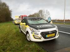 Auto geraakt door omgevallen boom op snelweg A50 tussen Zwolle en Apeldoorn