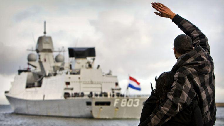 Marinefregat Hr. Ms.Tromp bij haar vertrek naar Somalië in februari 2010. © ANP Beeld