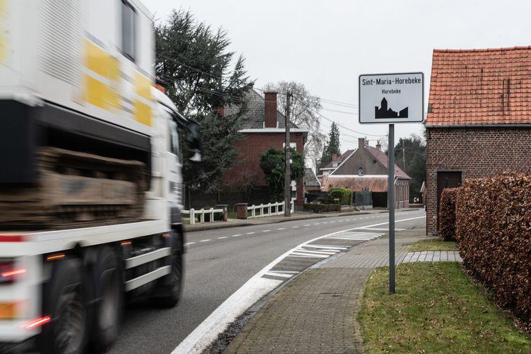 Het gemeentebestuur van Horebeke wil geen zwaar verkeer meer in de Dorpsstraat.