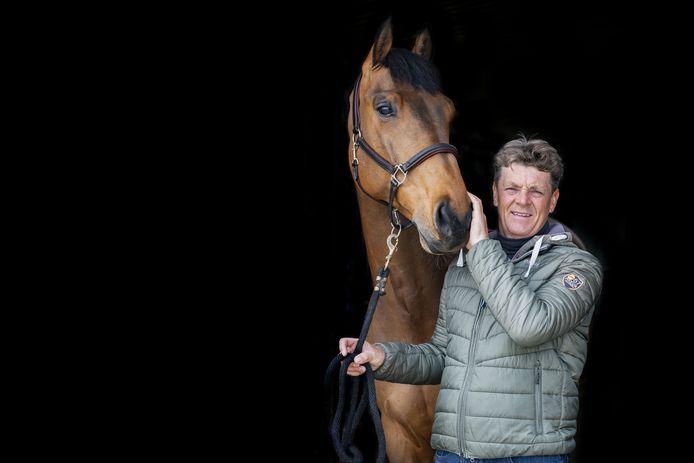 Met de verkoop van Carlyle is een einde gekomen aan de olympische aspiraties van springruiter Jeroen Dubbeldam met het 13-jarige dier.