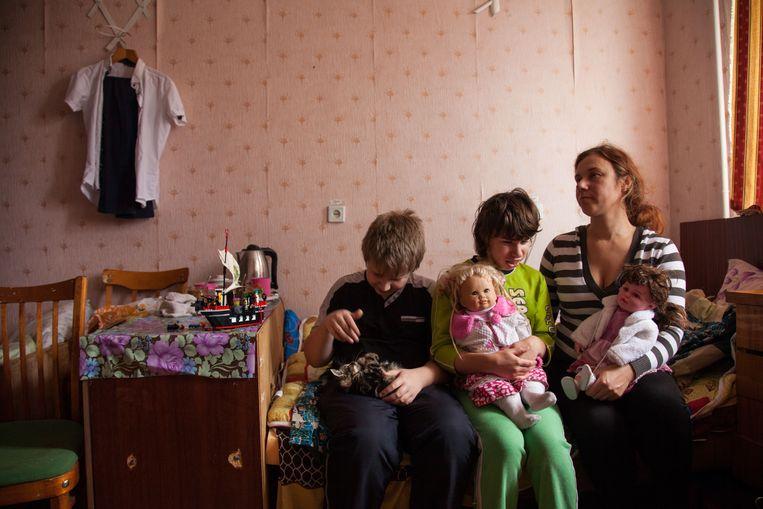 Nikita, de zwaar gehandicapte Nastya en moeder Irina.
