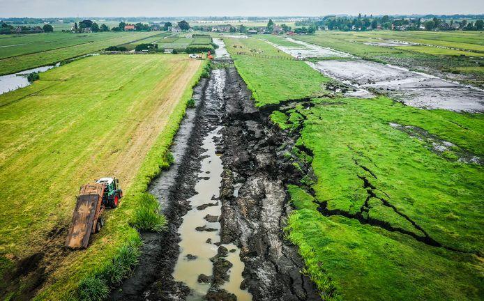 Afgelopen maandag brak een dijk door in Reeuwijk, waardoor weilanden onder water te kwamen staan.