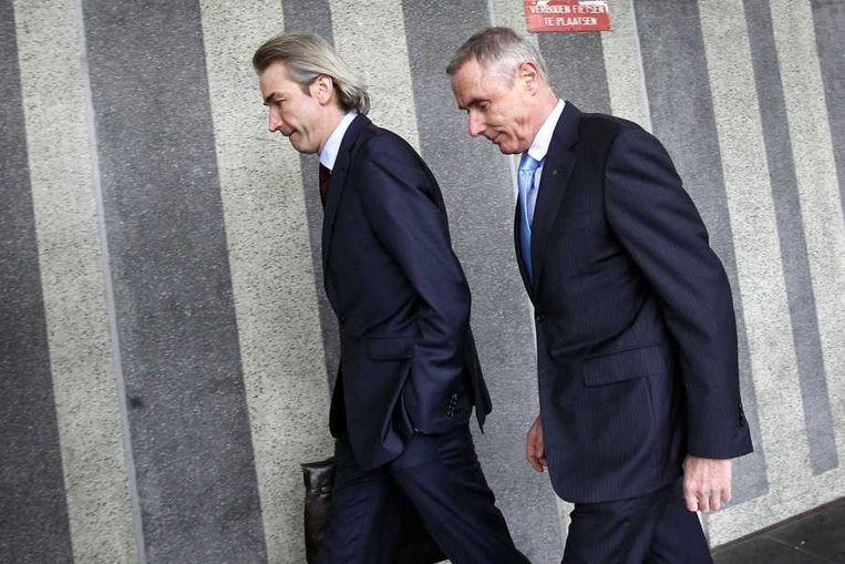 Theo de Rooij (r) arriveert bij de rechtbank. Beeld anp