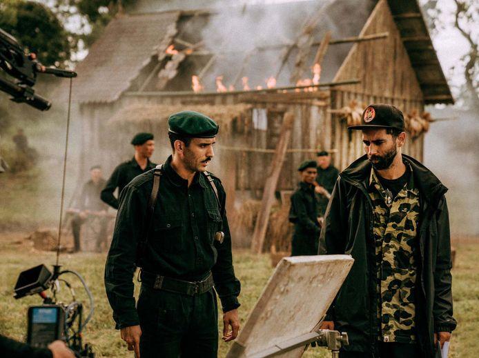Regisseur Jim Taihuttu in actie tijden de opnames van 'De Oost'.