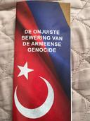 De flyer die zondag in grote delen van Almelo verspreid is.
