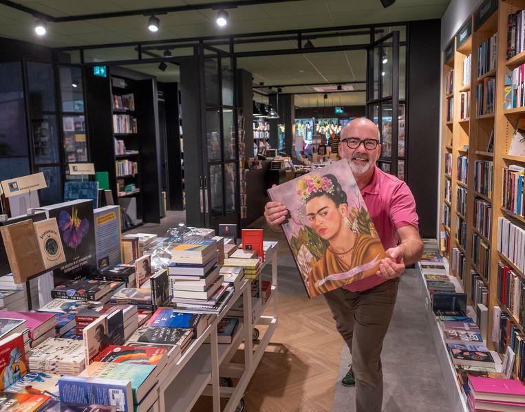 Arno Hoek, eigenaar van Boekhandel Blokker. Beeld Patrick Post