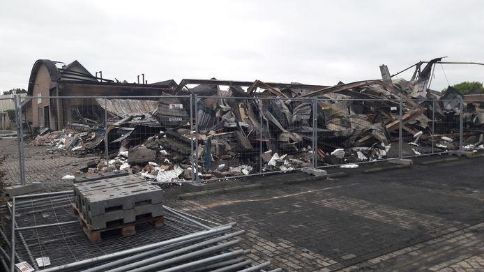 De ravage na de brand in de kozijnenfabriek van Veenhuis in Zelhem.