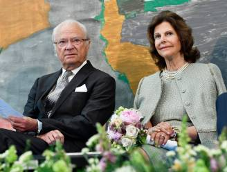 Zweedse koningin Silvia kan kleinkinderen opnieuw knuffelen