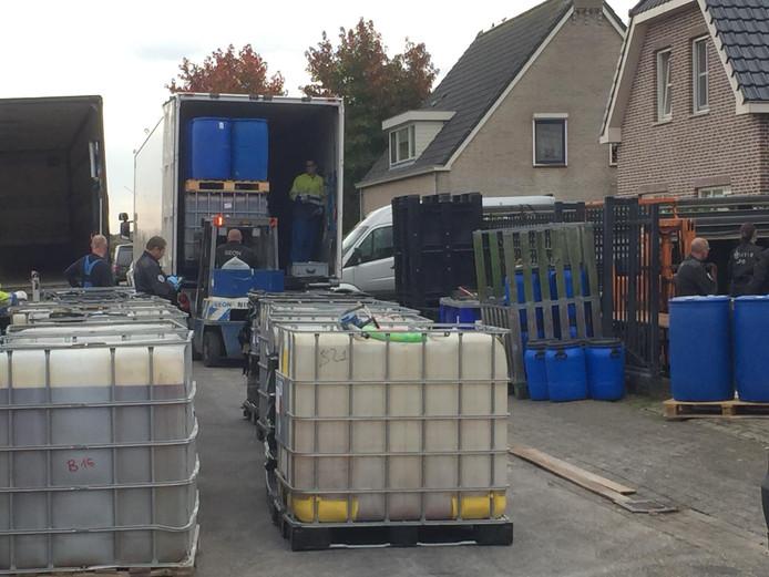 Opruimen drugsafval in Lage Zwaluwe.
