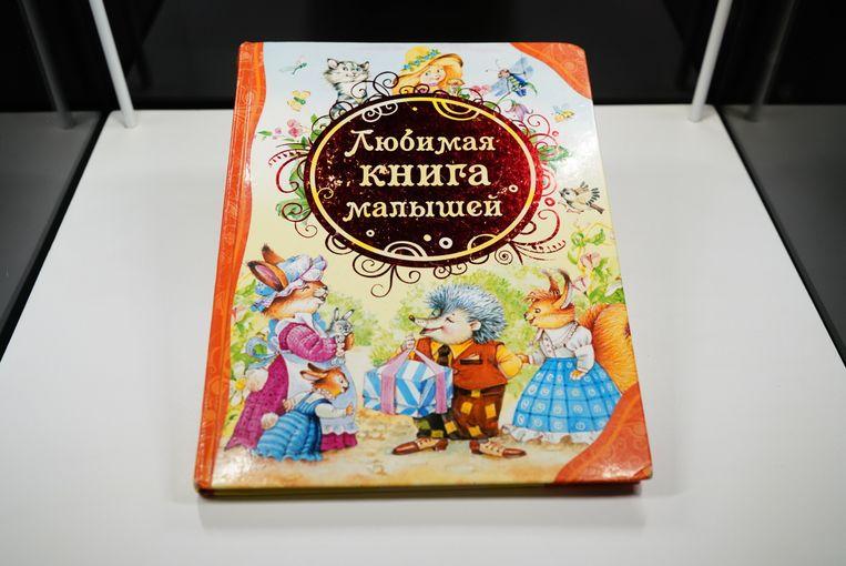 De elfjarige Jevgenia, die haar moeder en broer verloor, doneerde dit boek aan het museum. Beeld Valentyn Kuzan