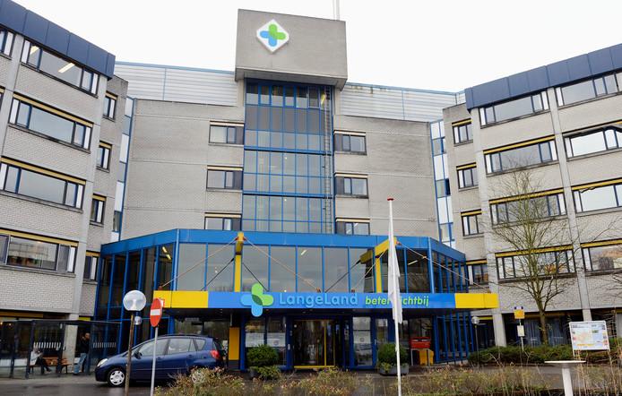 De ingang van het Langeland Ziekenhuis.