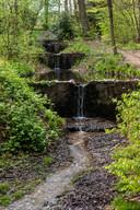 De Oorsprongbeek in Oosterbeek waar veel minder water doorstroomt dan vroeger. Van klotsende watervallen is geen sprake meer.