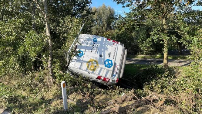 Twee collega's lichtgewond bij ongeval op A19 in Wervik