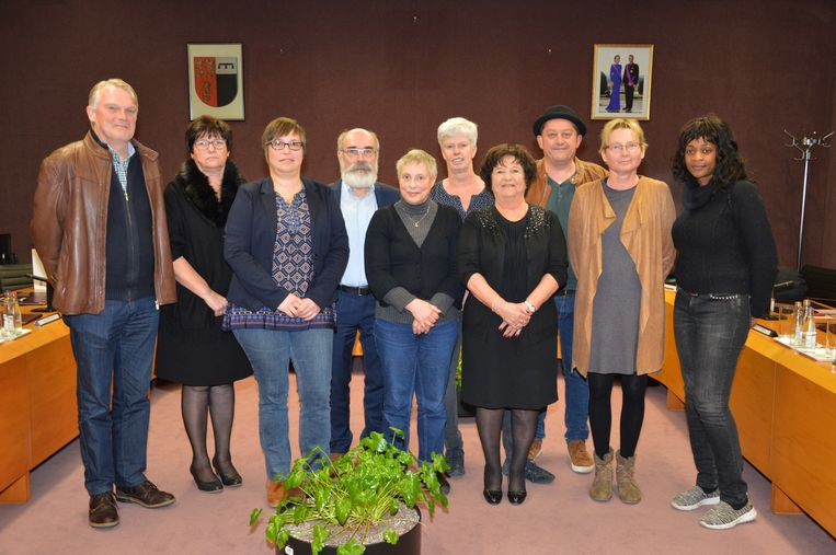 De afscheidsnemende gemeenteraadsleden: Guy Van Dalem (Open Vld), Betty De Schampheleer (sp.a), Elke Pereboom (CD&V), Pierre Boschmans (N-VA), Lutgart Waegeman (N-VA), Katia Sonck (N-VA), Erna Scheerlinck (onafhankelijk), Koen D'Haenens (onafhankelijk), Marleen Buydens (onafhankelijk) en Blandine Mukaberwa (OPEN). Jan De Dier (onafhankelijk) was niet aanwezig.