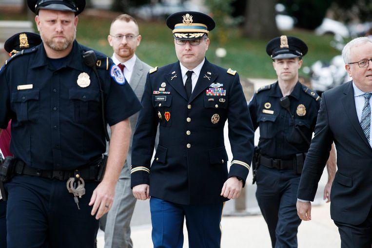 Alexander Vindman gisteren bij aankomst aan het Congres op Capitol Hill. Beeld EPA