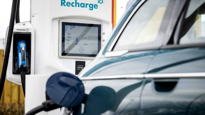 Elektrisch rijden duur? Te weinig laadpalen en modellen? Deze beweringen houden (geen) steek