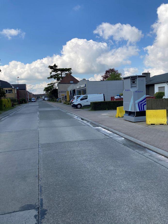 De superflitspaal staat nu in de Stationsstraat in Landegem