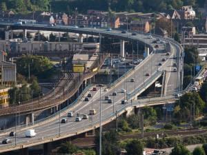 Un homme meurt en tombant du Ring de Charleroi, une hypothèse est privilégiée