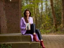 Lochemse schrijfster Rachel van Charante debuteert met historische thriller: 'Mijn ziekte was een geluk bij een ongeluk'